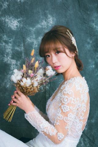 提供訂婚禮服服務的專家天使皇后攝影造型  /陳靖整體造型設計/新娘秘書