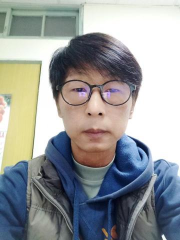 提供英文文件翻譯服務的專家謝萬隆Carl  Hsieh