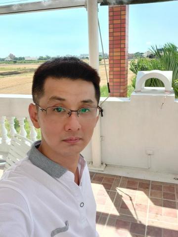 提供清理水塔服務的專家楊裕麒