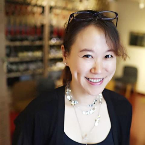 提供中英文翻譯服務的專家趙志娟