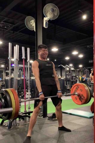 提供健身房服務的專家私人教練Sheon