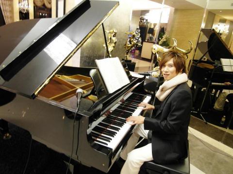 流行鋼琴電子琴自彈自唱~丹尼~樂團表演