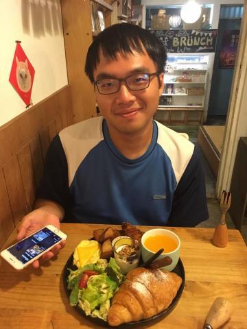 提供中文翻譯英文服務的專家李柏憲